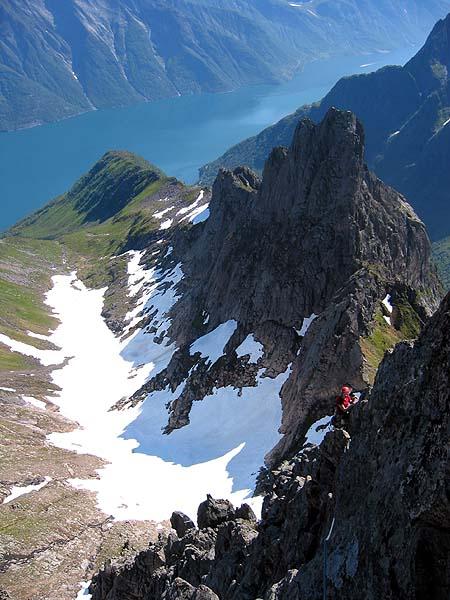 Utsikt frå toppen av Holtanna mot Slingsbys Topp